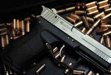 В США верующих просят прийти с оружием на церковную службу