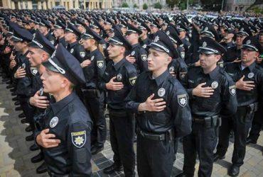 С завтрашнего дня полицейским начнут выплачивать пособия