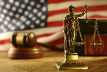 Необычные законы: в США мужчина не будет нести ответственность за убийство неродившегося ребенка