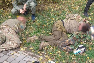 В парке Шевченка задержали вооруженных дебоширов, которые угрожали прохожим (ФОТО)