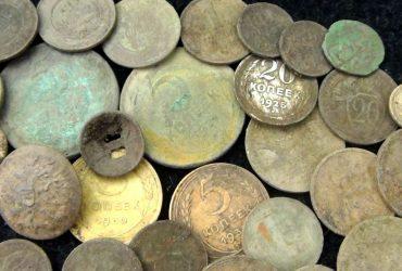 Иностранец пытался вывезти из Украины полный автомобиль старинных драгоценностей (ФОТО)