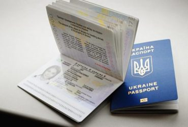 В Киеве будут судить чиновника, который брал взятки за выдачу биометрических паспортов