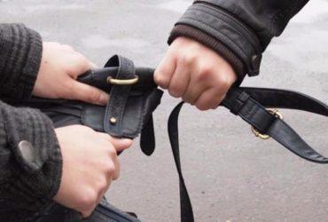 В Киевской области задержали мужчин, которые избили и ограбили пенсионера