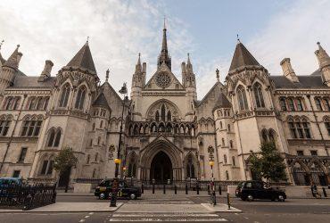 В Британии супружеская пара подала в суд на нигерийского принца