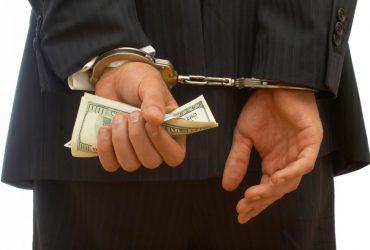 Оборотень в погонах: полицейский из Кропивницкого требовал 10 тысяч гривен за переквалификацию преступления (ФОТО)