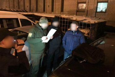 Во Львове задержали полицейских, вымогавших 2 тысячи долларов (ФОТО)
