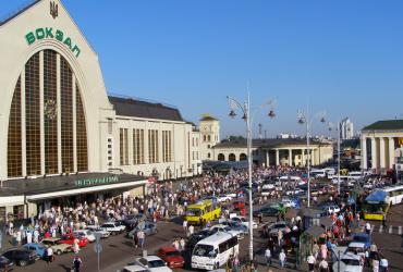 Столичные полицейские «крышевали» воров на ж/д вокзале за вознаграждение (ФОТО)