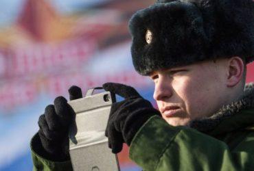 В России военнослужащим запретят пользоваться смартфонами