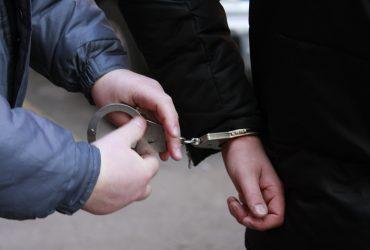 В Киеве мужчины избили полицейского в метрополитене