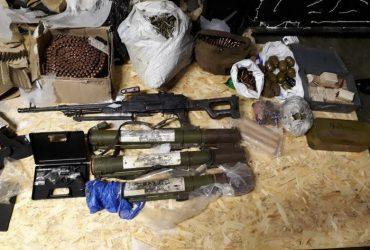 У жителя Днепропетровской области изъяли арсенал оружия из зоны АТО (ФОТО, ВИДЕО)