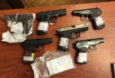Одесский полицейский торговал оружием из вещдоков (ФОТО)
