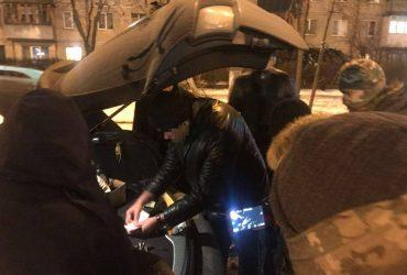 В Киеве таможенник брал от 200 до 600 долларов за растаможку автомобилей
