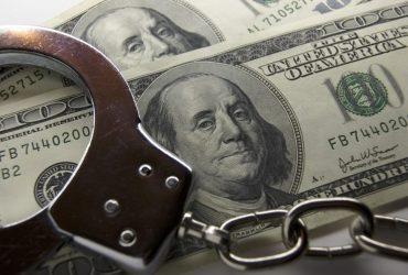 Замруководителя аппарата суда в Днепропетровской области «отмазывал» пьяных водителей за деньги