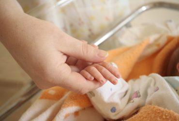 В России приставы вернули матери «умершего» семь лет назад ребёнка