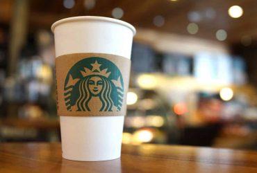 В США на Starbucks подали в суд из-за стакана с кровью