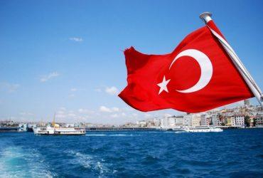 В Турции не рекомендуют пить и есть левой рукой