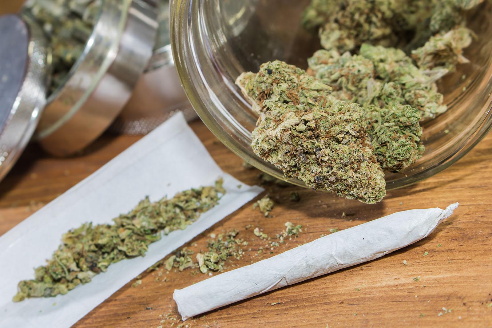 Употребляет марихуану марихуана конопля гашиш
