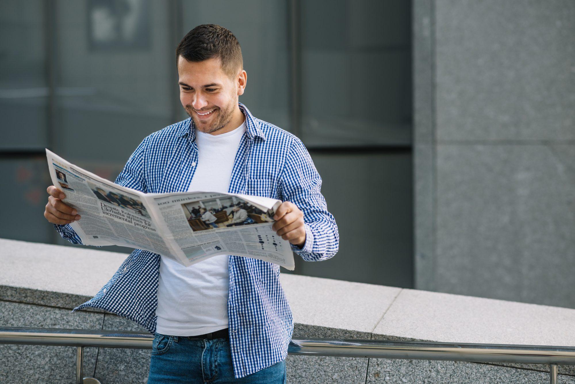 читатель с газетой картинки сделал первые вздохи